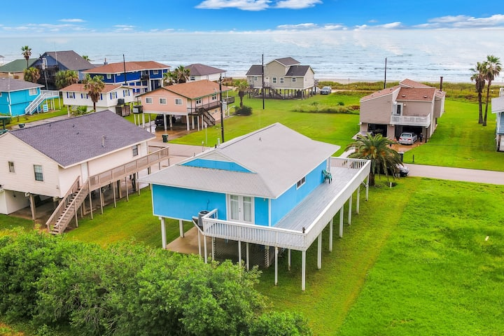 New listing! Cozy, dog-friendly home w/ deck - short walk to the beach!