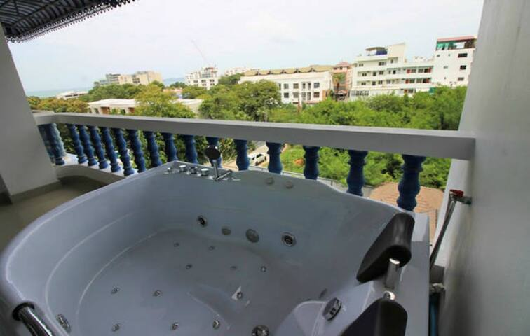 2 bed SeaView apartment near beach/ waterpark! ☼ (300 meter from beach)