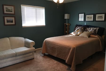 Convenient Guest Room - Farmington - House