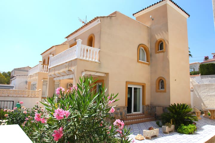 Villamartin Villa, Central Heat'g, WiFi & Air Con.