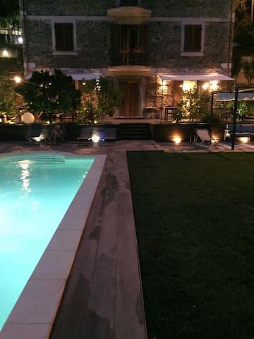 Intera casa con piscina