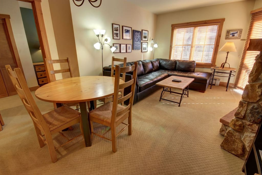 Attractive vacation condo in the Village!