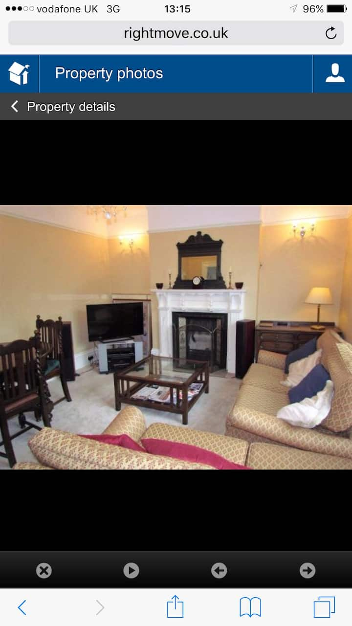 Lovely double Victorian room in of Frome