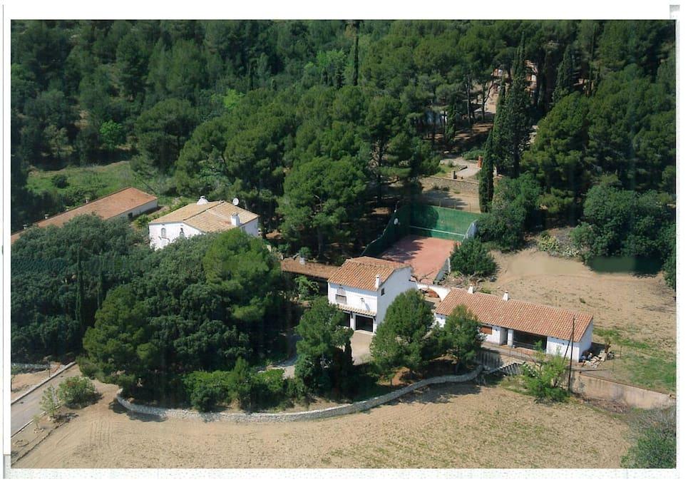 Vista aérea del conjunto de la masia