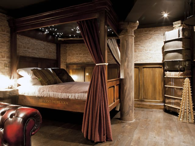 The Enchantment Chamber, Wizarding World Apartment