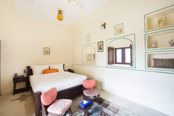 Superior room (Bara Bungalow Kalwar, Jaipur)