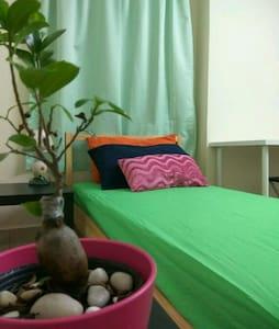 Cosy Clean Safe Quiet Single Room - Kuala Lumpur - Huoneisto