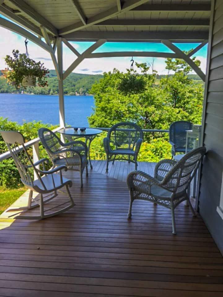 Large and sunny room on Keuka Lake, beach access