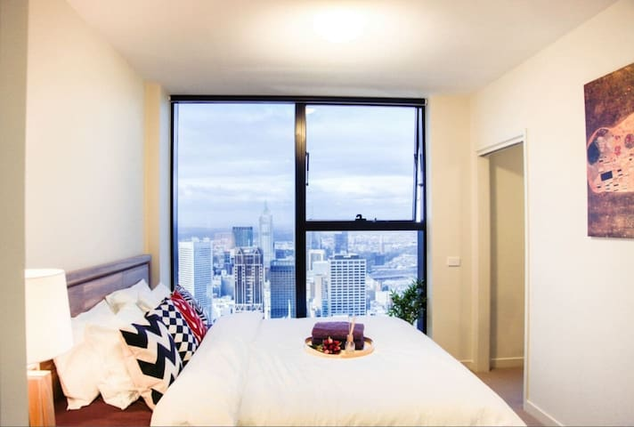 62nd floor 2 bedrooms Luxurious Apartment in CBD