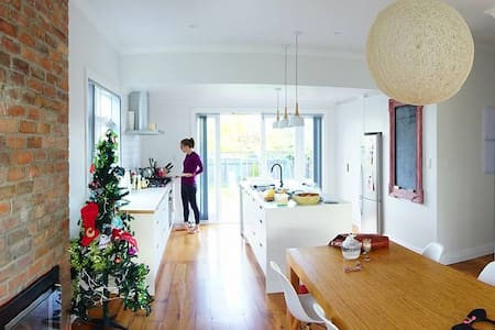 Beautiful Bungalow in the City for 4 or a Family - Auckland - Ev