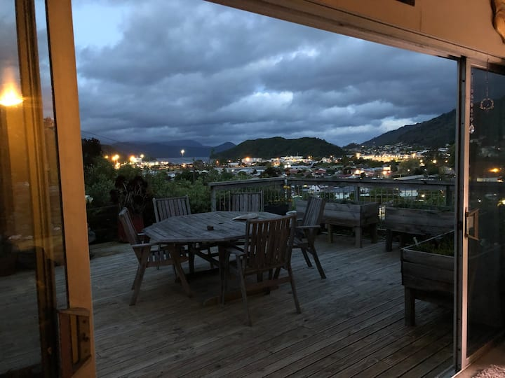 Vino's & Seaviews in Beautiful Picton. Private spa