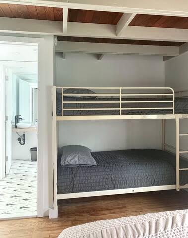 Guest bedroom bunkbeds