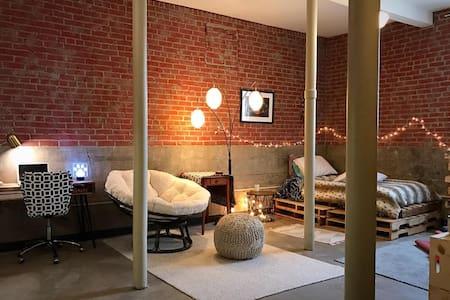 Small Sunnyside Elementary School Studio Apartment - 威奇托(Wichita) - 公寓