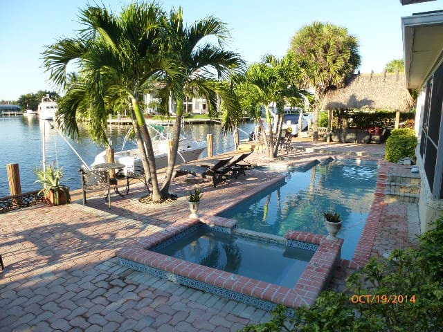Luxury Apt 2 bed2 bath on the canal /walk to beach - Highland Beach - Villa