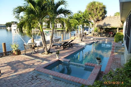 Luxury Apt 2 bed2 bath on the canal /walk to beach - Highland Beach