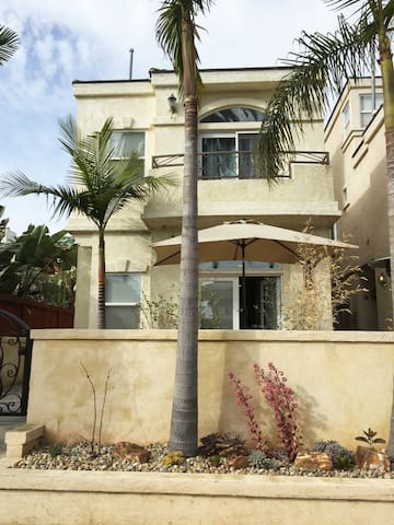 HB Villa, Steps to Sand, Food & Fun & Pet Friendly