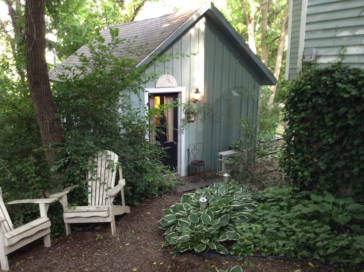 Adorable cottage in downtown Eureka- ozone cleaned