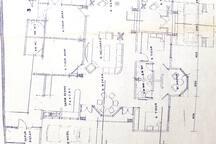 Denah ruang keluarga, ruang makan, dapur, kamar tidur, dan toilet