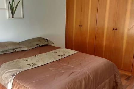 Lindo, bem montado, espaçoso, bem localizado,wi-fi - Belo Horizonte - Apartment