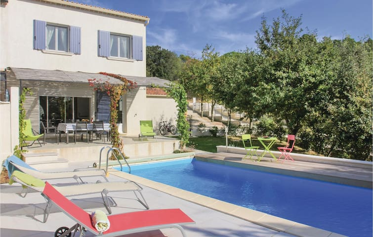 Semi-Detached with 3 bedrooms on 98 m² in Suza la Rousse