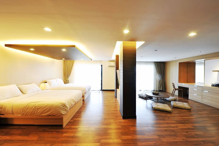 5BR for 14ppl in LuxuryHouse w/ free travel in BKK