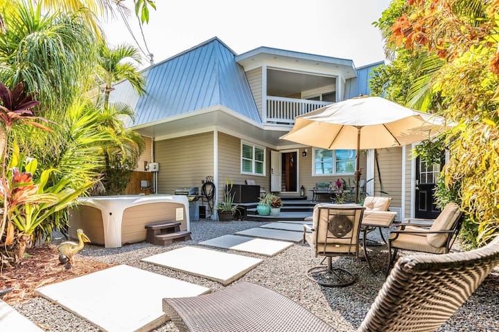 Lotus Blossom - Updated 3 BR Home With Tropical Courtyard & Hot Tub, Convenient To Old Town Key West