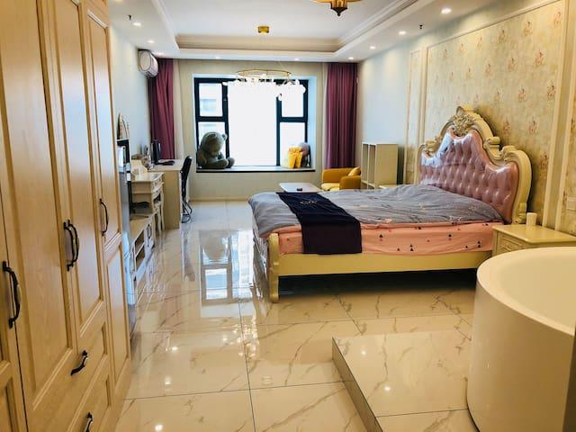 恒大浴缸海边温馨公寓
