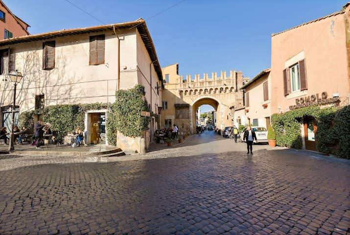 Enchanting mini loft, in the heart of Trastevere
