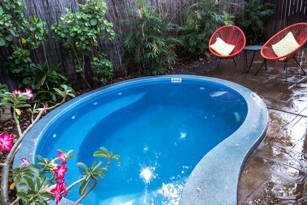 Cool off in the plunge spa pool