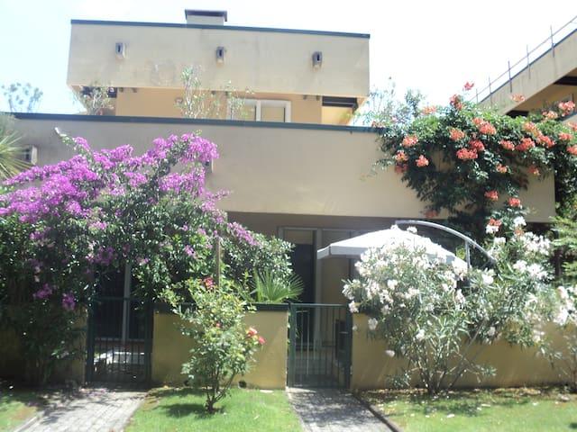 Cinquale appartamento in residence con piscina 25m