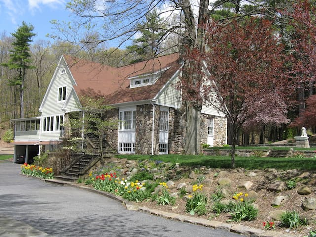 The White Rose Bed and Breakfast - Granby - Bed & Breakfast