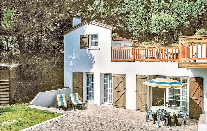 Holiday cottage with 2 bedrooms on 95m² in Tharon Plage