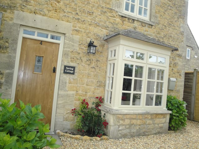 Beautiful Stone Cottage in Bourton-on-the-Water