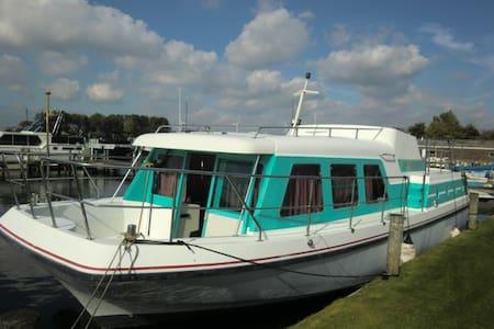 Boot 12 mtr aan de Maas bij 's-Hertogenbosch(12km) - Nederhemert - Boot