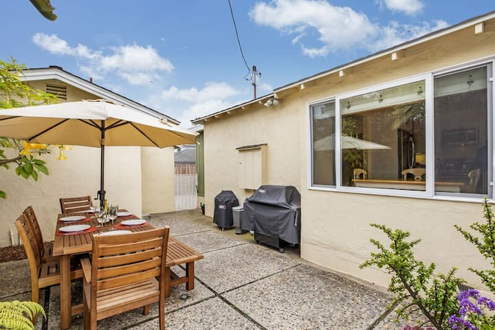 Just 1/2 block to East Beach! Gorgeous 3 bedroom, 1.5 bath home sleeps up to 6 people