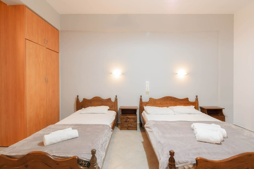 Open plan bedroom with 1 double & 1 single bed