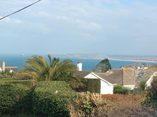 Atlantic Breeze with Sea Views & Parking.