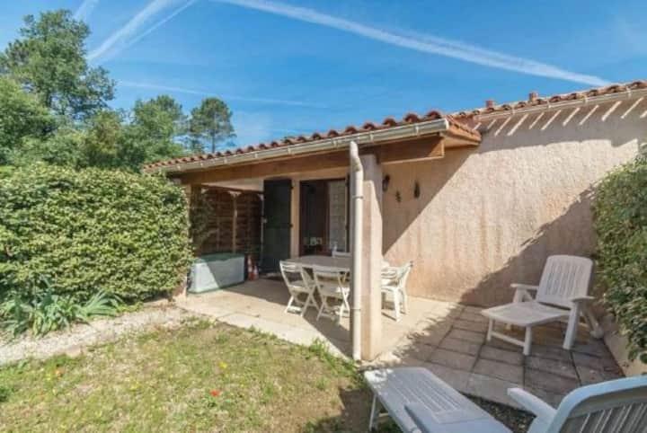 Mazet avec terrasse et jardin privatif