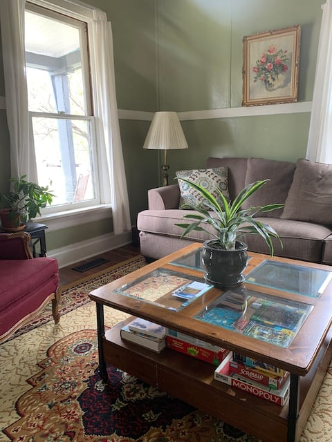 Cozy, historic Northside home w BIG private yards
