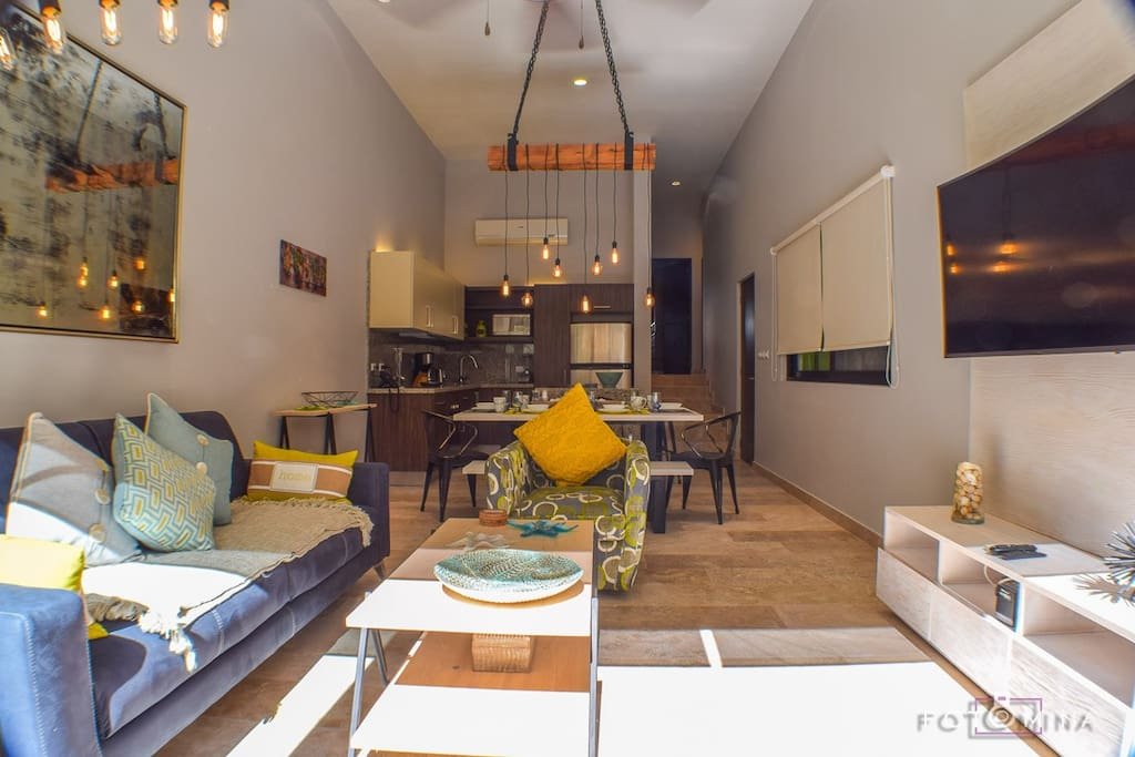 Relaxing living room with flat screen TV and beautiful decor! (Pull-out sofa as an extra bed)