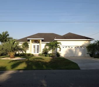 "Villa ""Just for sun"" , Heated Pool, Gulf Access - Cape Coral"