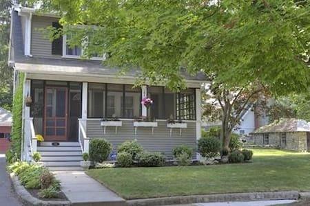 Cozy Home in Beautiful Neighborhood - Melrose - Talo
