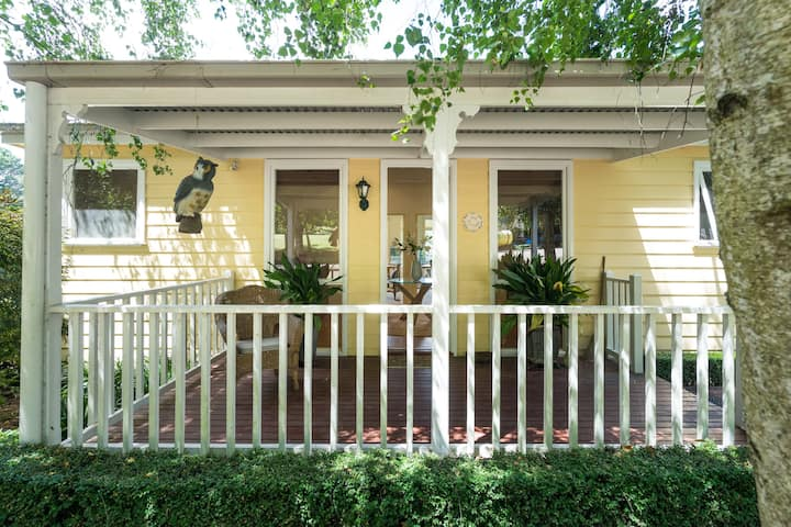 Stunning 2 BR cottage in Red Hill