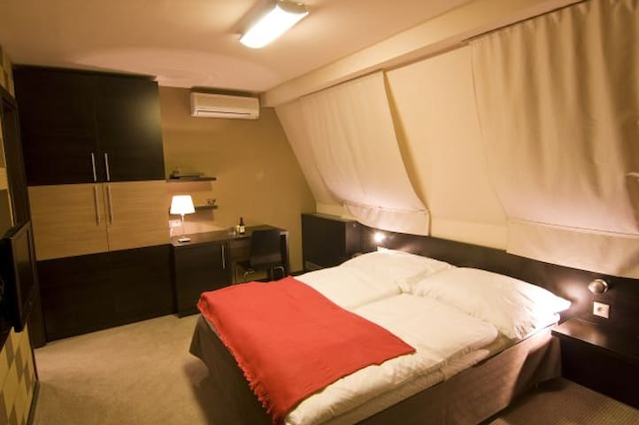 Hotel-like room, big private bathroom - Bratislava - Rumah