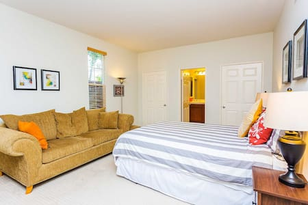 Cozy Private Room & Bath in 4B Townhouse (Gated) - Irvine