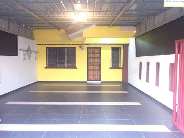 Anpesona Homestay area Nusajaya/Gelang patah