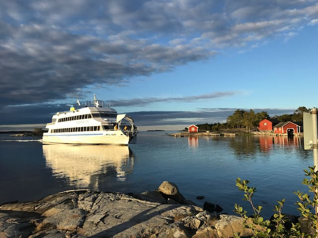Lovely house with own jetty on cozy Möja.