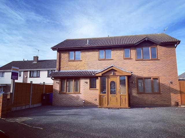 Double bedroom close to Poole, Dorset