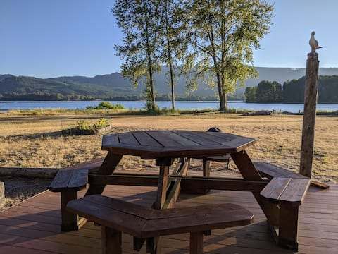 Hut camp on the Columbia River w/ free happy hour!