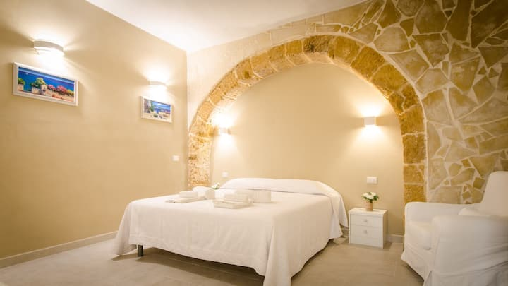 """Il CASTELLO"" luxury apartment- wifi- smart TV"